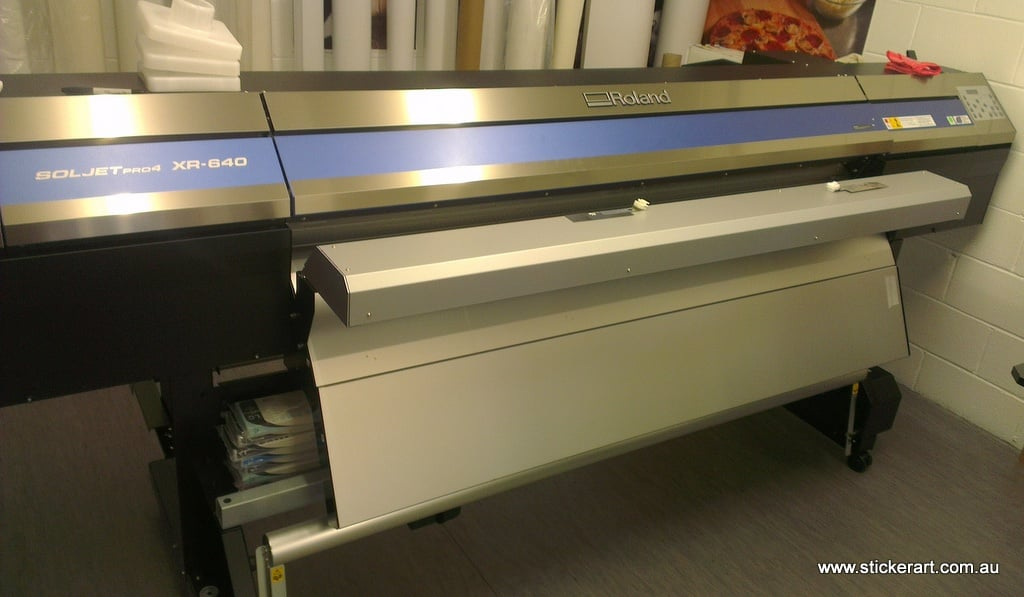 Large-Wide-Format-Printer-Printing